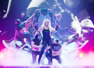 Britney-Spears-brought-her--game-her-Piece-Me-concert-Las