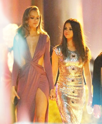 Selena-Gomez--Leaving-2016-Vanity-Fair-Oscar-Party--01-662x806
